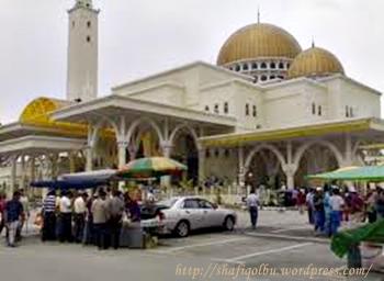 Berniaga di masjid