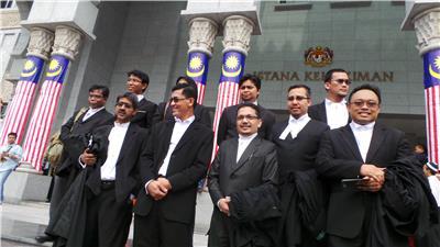 Barisan peguam yang mewakili majlis agama Islam, Malaysia.