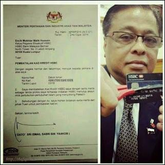 Datuk Ismail Sabri gunting kad kredit HSBC dan surat pembatalan kad kredit miliknya tanda boikot